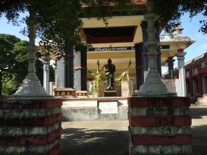 தனியான கம்பர் -  கோட்டத்தில்