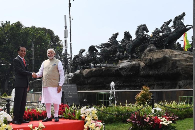 modi jokowi arjuna statue